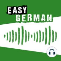 """205: Die große Park-Episode (Teil 1): Wir machen Sommerpause. Damit ihr in diesen zwei Wochen nicht ganz ohne den Easy German Podcast auskommen müsst, haben wir ein """"Holiday Special"""" für euch aufgenommen. Statt im Studio sitzen wir in dieser Episode auf einer Parkbank und beobachten das..."""