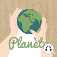 Vendredi Pratique #2 : Pourquoi adopter un lombricomposteur ? (rediff): Un lombricomposteur est un empilement de bacs dans lesquels vivent des vers de terre. On les nourrit d'épluchures, de restes de repas et de carton et ils transforment le tout en engrais. Grâce au lombricomposteur vous diminuez la quantité de déchets qu...