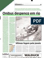 2005.01.02 - Ônibus despenca em rio - Estado de Minas