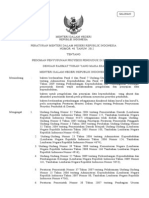 MENTERI DALAM NEGERI REPUBLIK INDONESIA  PERATURAN MENTERI DALAM NEGERI REPUBLIK INDONESIA          NOMOR  40  TAHUN  2012  TENTANG  PEDOMAN PENYUSUNAN PROYEKSI PENDUDUK DI DAERAH  DENGAN RAHMAT TUHAN YANG MAHA ESA  MENTERI DALAM NEGERI REPUBLIK INDONESIA,  Menimbang:a.bahwa berdasarkan Pasal 6 dan Pasal 7 Undang–Undang Nomor 23 Tahun 2006 tentang Administrasi Kependudukan dan Pasal 49 Undang-Undang Nomor 52 Tahun 2009 tentang Perkembangan Kependudukan dan Pembangunan Keluarga, pemerintah daerah wajib melaksanakan pengelolaan dan penyajian data kependudukan; b.bahwa untuk pengelolaan dan penyajian data kependudukan  yang akurat dan akuntabel pemerintah daerah perlu pedoman menyusun proyeksi penduduk; c.bahwa berdasarkan pertimbangan sebagaimana dimaksud dalam huruf a dan huruf b, perlu menetapkan Peraturan Menteri Dalam Negeri tentang Pedoman Penyusunan Proyeksi Penduduk di Daerah;  Mengingat:1. Undang-Undang Nomor 32 Tahun 2004 tentang Pemerintahan D