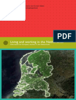 living-and-working-in-the-netherlands.pdf