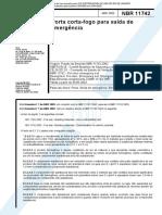 NBR 11742 - Porta Corta-Fogo para Saida de Emergencia.pdf