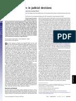 Danzinger et all - Extraneous factors in judicial decisions.pdf