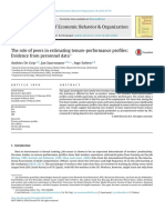 The role of peers in estimating tenure-performance profiles