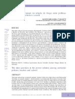 A questão do tempo na relação de forças entre polítias curriculares, professor e escola