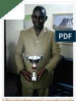 Le Maire du 2è Arrondissement avec la coupe gagnée par son équipe