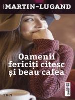 Oamenii fericiți citesc și beau cafea