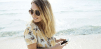 Seeing Your Phone's Screen While Wearing Sunglasses Just Takes One Quick Trick