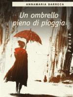 Un ombrello pieno di pioggia