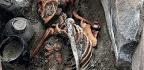 Hallan La Momia De Una Mujer Enterrada Con Su Espejo