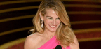 The Pink Pearls on Julia Roberts's Earrings Are 7.39 Carats Alone, Now Check Out the Diamonds